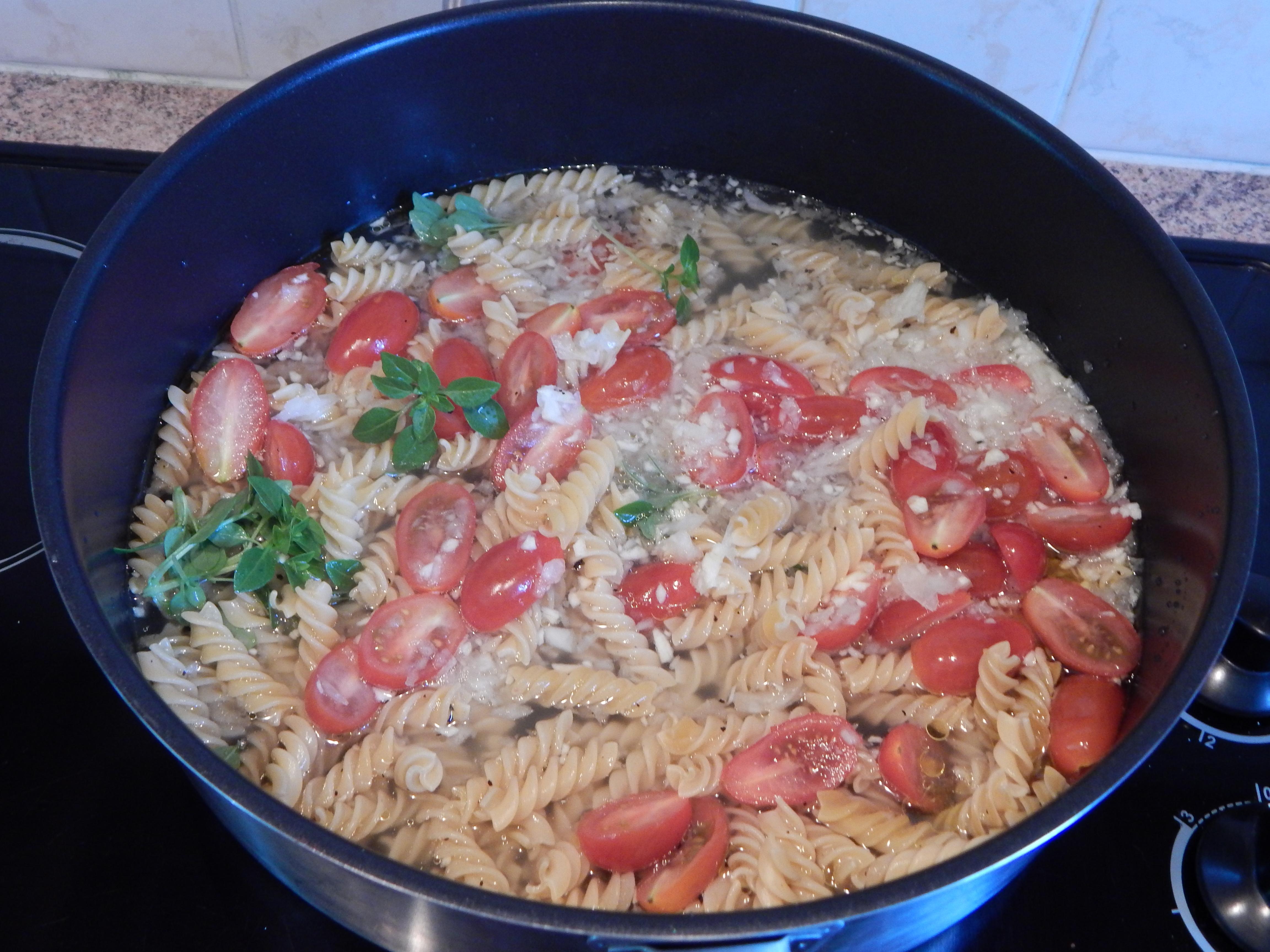 one pot pasta tomates cerises basilic perrine cuisine. Black Bedroom Furniture Sets. Home Design Ideas